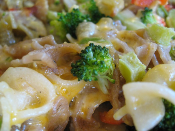 Broccoli is highlighted in this mac & cheese, along with red and green peppers.